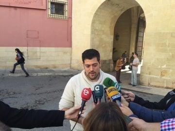 Alejandro Díaz en una imagen de archivo atendiendo a los medios de comunicación en Elche..