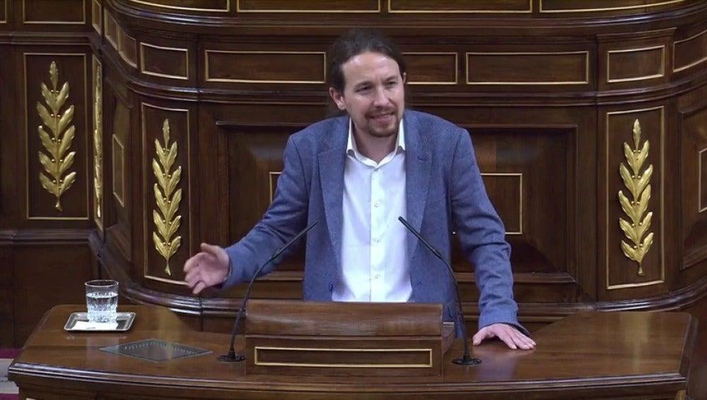 """Frame 28.680888 de: Iglesias cierra la sesión ofreciendo de nuevo un pacto al PSOE: """"Nos tendremos que poner de acuerdo"""""""