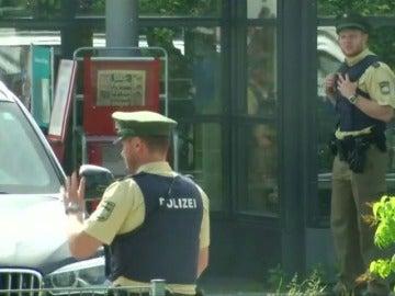Frame 10.530576 de: Varios heridos en un tiroteo en una estación de Múnich