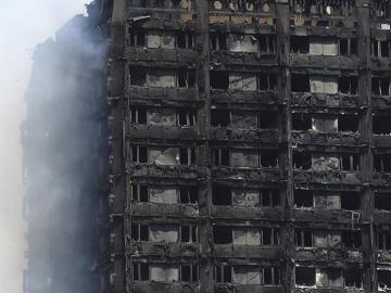 Vista de los daños causados en la Torre Grenfell en Lancaster West Estate en Londres