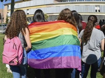 Los alumnos del instituto Samuel Gili i Gaya de Lleida protestan por los comentarios homófobos de su profesor de filosofía