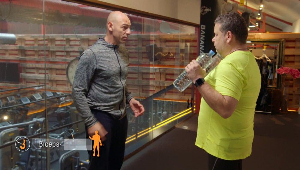 """""""Sólo necesitas dos botellas de agua para ejercitar todo el cuerpo"""""""