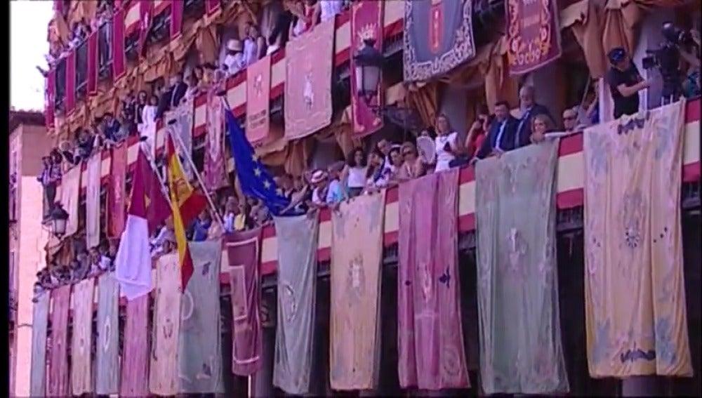 Toledo celebra su día de mayor esplendor, el Corpus, con mucho calor