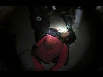 Rescate de 46 inmigrantes a bordo de un pequeño bote en el Mar Egeo
