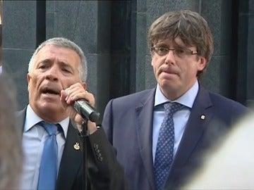 Puigdemont recibe abucheos durante el acto de homenaje a las víctimas del atentado de Hipercor