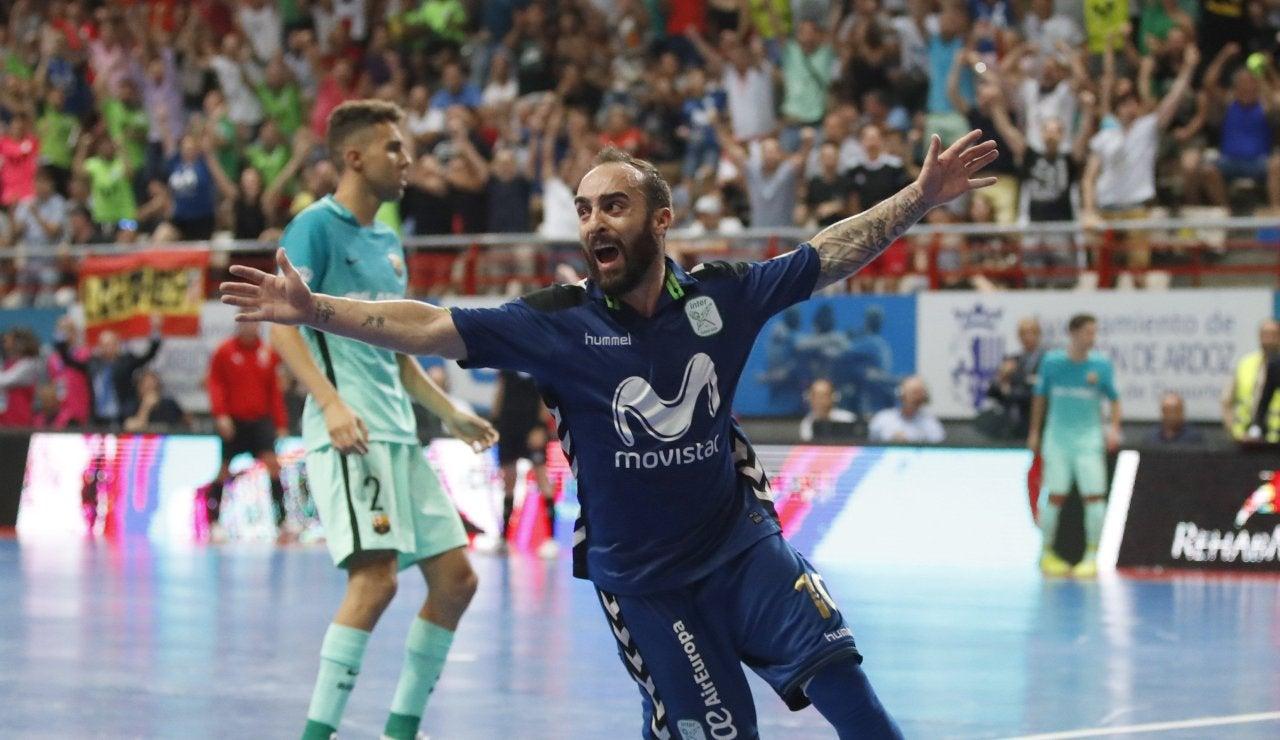 Ricardinho celebra el 2-1 ante el Barcelona