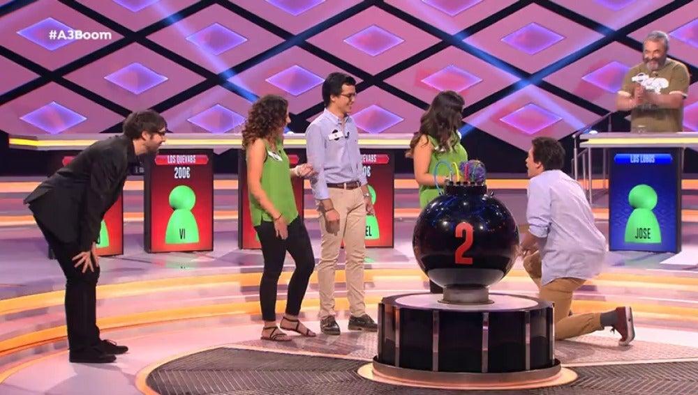 Un concursante de '¡Boom!' pide matrimonio a su novia con Juanra Bonet como testigo