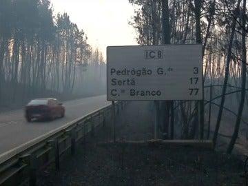 El incendio de Portugal, que ya se ha cobrado 64 víctimas mortales, continúa activo en cuatro focos