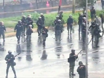 """Maduro culpa de los asesinatos en Venezuela a los opositores y a """"los jóvenes que tienen matando en la calle"""""""