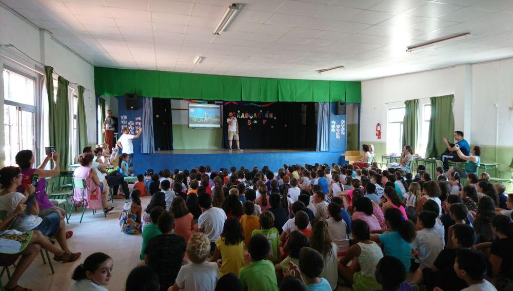 Keunam revoluciona un colegio de Murcia con 'Despacito' de Luis Fonsi