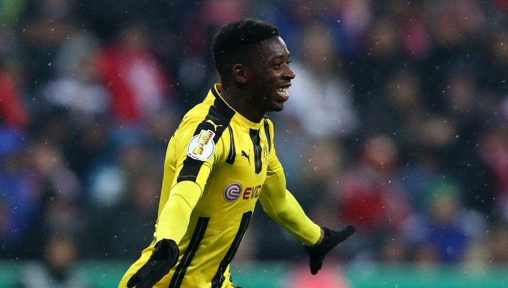 Dembelé celebra un gol con el Dortmund