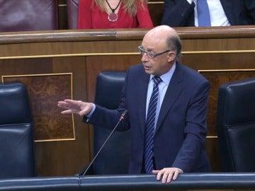 PSOE y Podemos urgen la dimisión de Montoro que justifica la amnistía fiscal