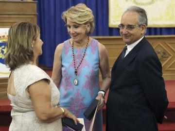 Esperanza Aguirre conversa con los padres de Ignacio Echeverria