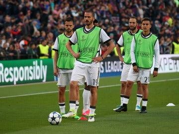 Bonucci y Dybala, en un calentamiento de la Juventus