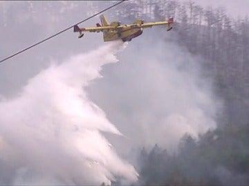 El fuego obliga a desalojar a unos 120 vecinos de Gazolaz, cerca de Pamplona
