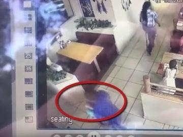 Intenta secuestrar a un niño en un restaurante