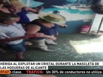 Una mujer, herida al estallar un cristal de un restaurante durante la Mascletà