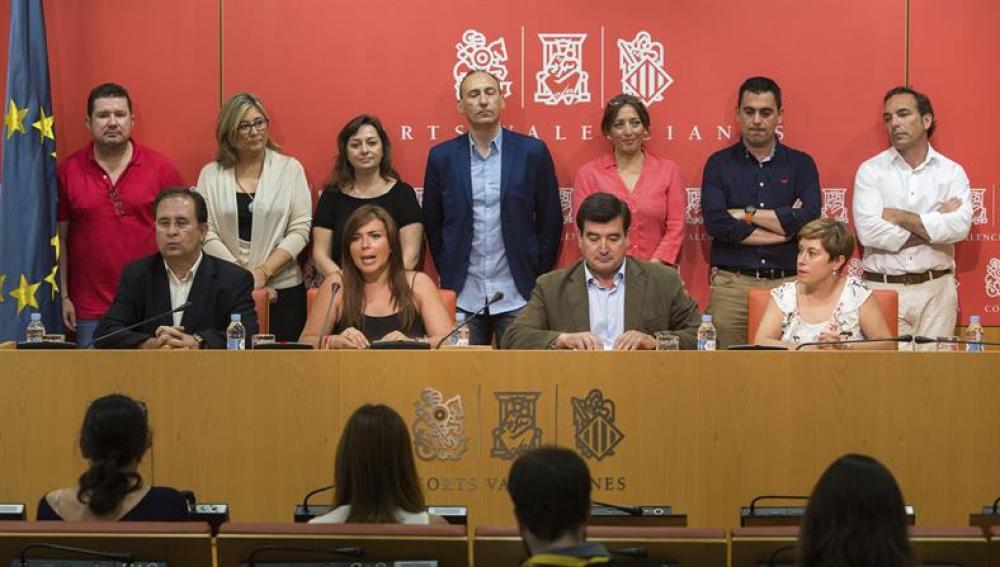 La portavoz del grupo parlamentario Ciudadanos, Mari Carmen Sánchez y el portavoz autonómico, Fernando Giner en rueda de prensa tras la dimisión