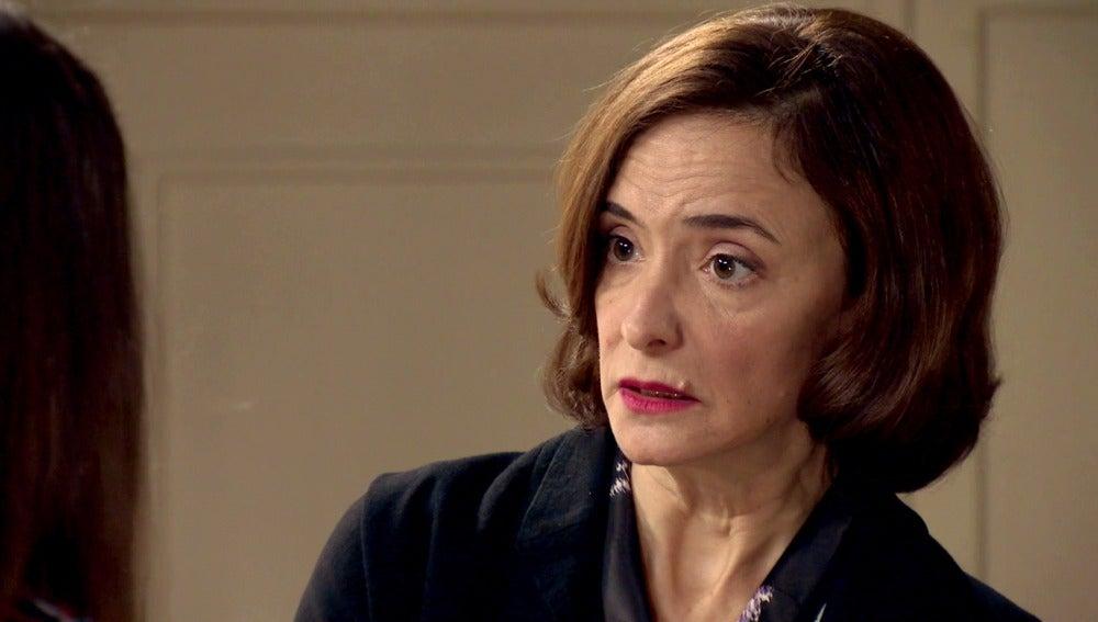 Rosalía se enfrenta a su hija y la obliga a casarse con Rafael