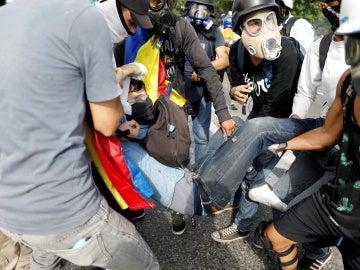 El joven fallecido en los disturbios de Caracas mientras recibía ayuda