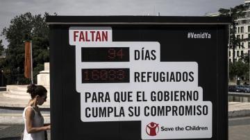Un contador en Madrid recuerda los refugiados que faltan por llegar a España