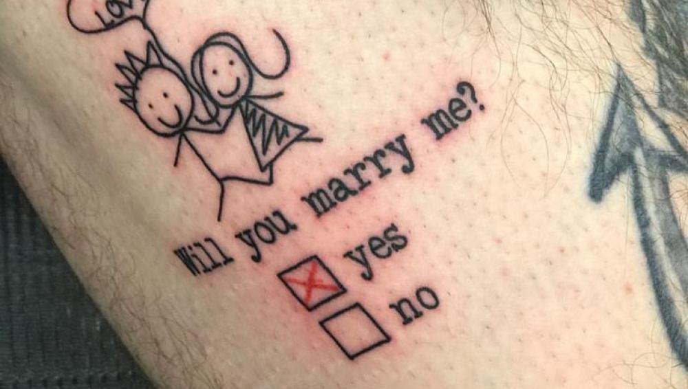 Antena 3 Tv Un Hombre Se Hace Un Tatuaje Para Pedirle Matrimonio A