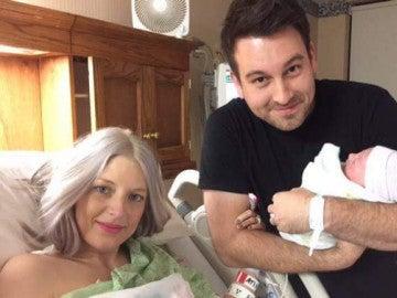 Muere una superviviente de un trasplante de corazón horas después de dar a luz