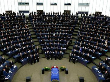 El Parlamento Europeo despide a Helmut Kohl