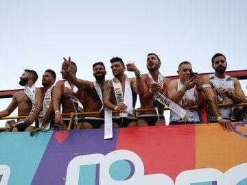 Fiesta y música hasta el amanecer en el Orgullo Gay