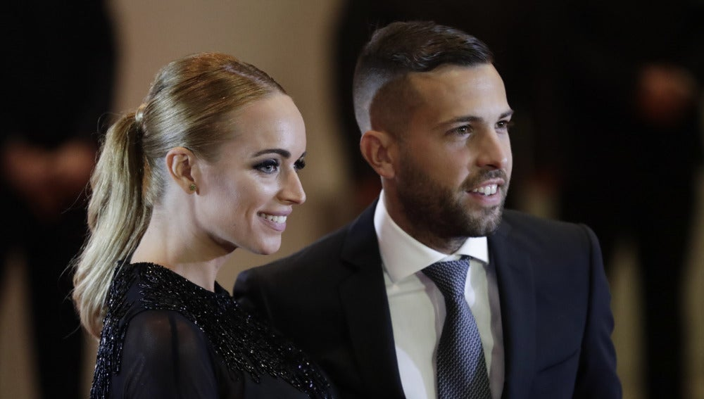 El futbolista Jordi Alba y su novia Romarey Ventura