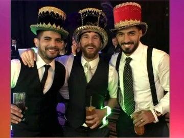 Messi disfruta en su boda junto con Banega y Suárez