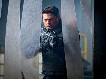 Detective John Kennex durante una de las misiones