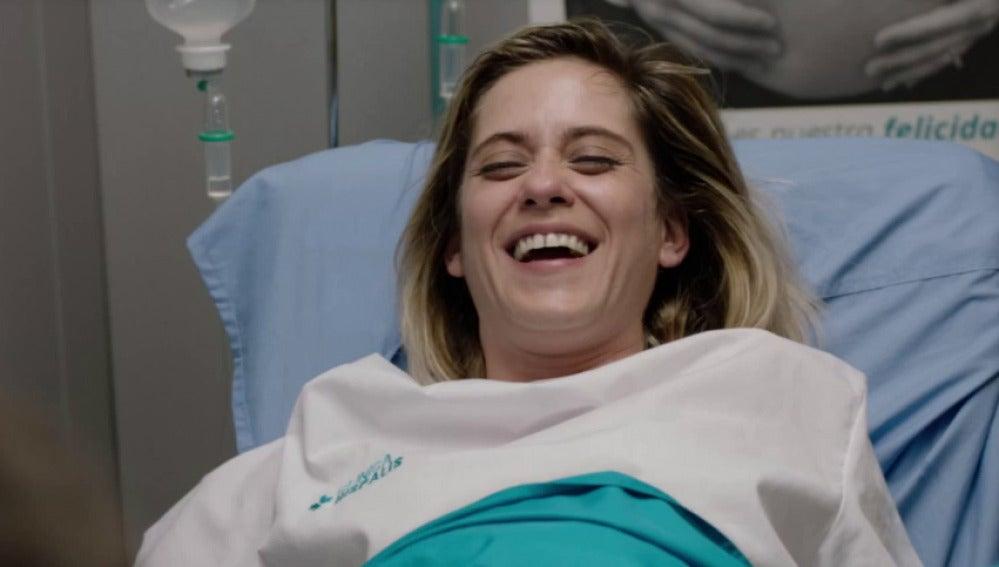 A Carmen le da un ataque de risa en pleno parto