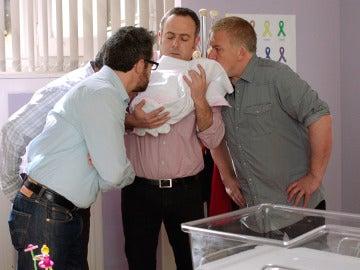 La cuadrilla secuestra al bebé de Carmen