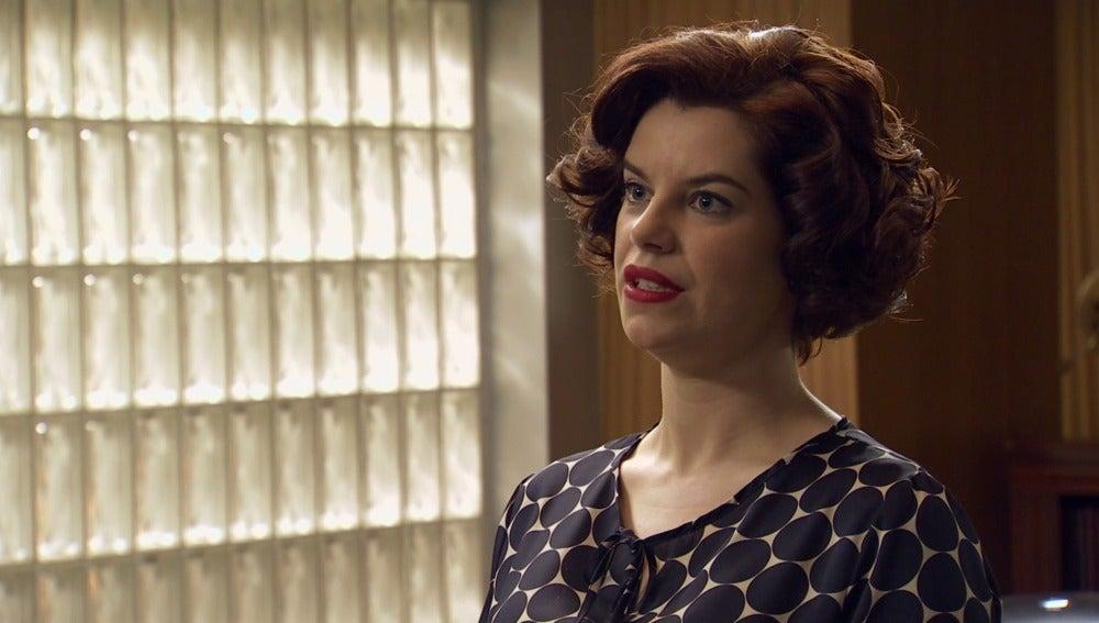 Marta, furiosa, le reprocha a Rovira que haya cancelado la participación en el Salón de la Electrificación