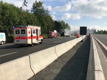 """Al menos 31 heridos, algunos graves, y 17 """"desaparecidos"""" tras chocar un autobús y un camión en Alemania"""