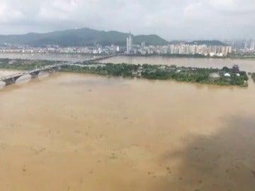 Aumentan a 311.000 los desplazados por las lluvias e inundaciones en China