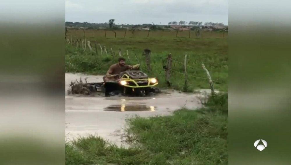 Diego Costa conduce un quad en Lagarto