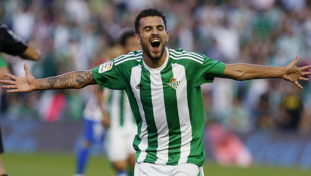 Dani Ceballos celebra un gol con el Real Betis