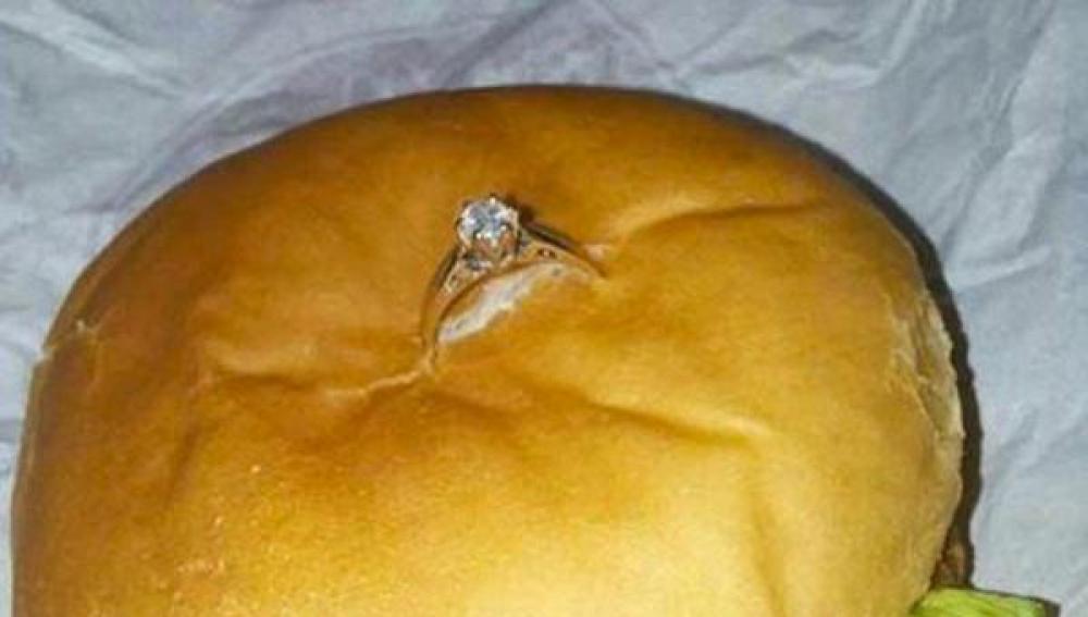 """""""Dije que sí"""", anuncia Ann, que recibió una pedida de matrimonio sabrosa"""