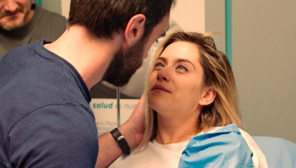 Carmen e Iñaki celebran el nacimiento de su bebé