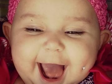 Amenazan de muerte a una madre tras publicar una foto de su bebé con un 'piercing'