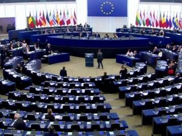El presidente de la Comisión Europea abronca a los eurodiputados al ver sólo a 30 de los 751 en un pleno en la Eurocámara