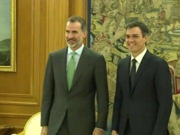 El rey Felipe VI recibe a Pedro Sánchez, quien dará su primera rueda de prensa tras su reelección como líder del PSOE