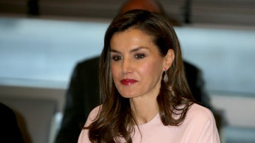 Reina Letizia con un look total de Zara