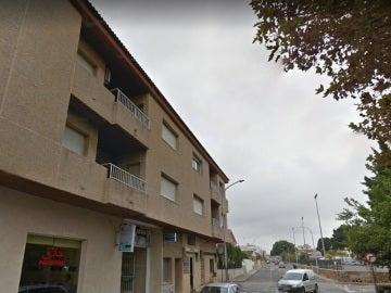 Un edificio de la calle donde ha caído la niña