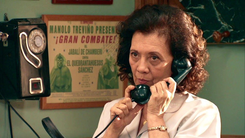 Juanita oculta a Nuria un importante secreto