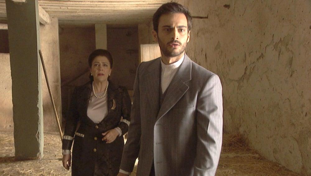 Una temerosa presencia acecha de Saúl y Francisca