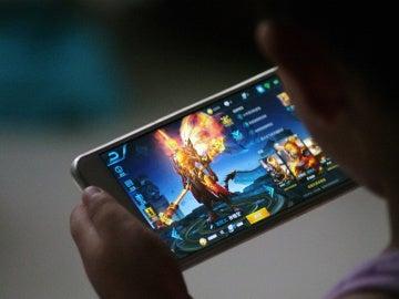Una empresa de videojuegos limita las horas que los niños chinos pueden jugar con ellos