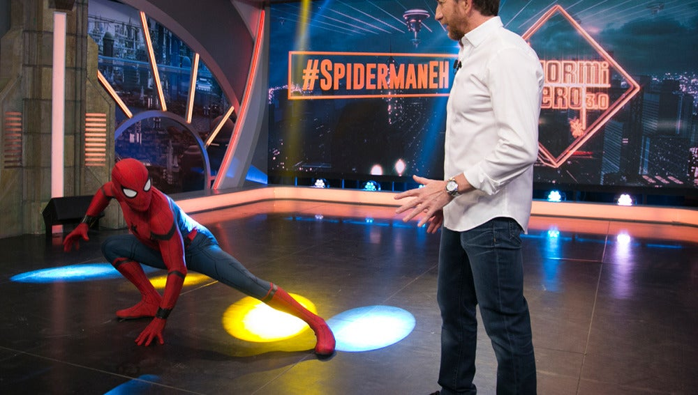 La increíble entrada de Tom Holland como Spiderman al plató de 'El Hormiguero 3.0'